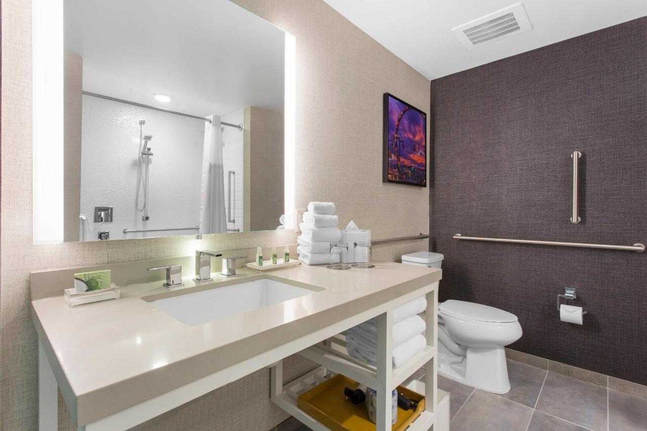 Standard Queen Bathroom.jpg