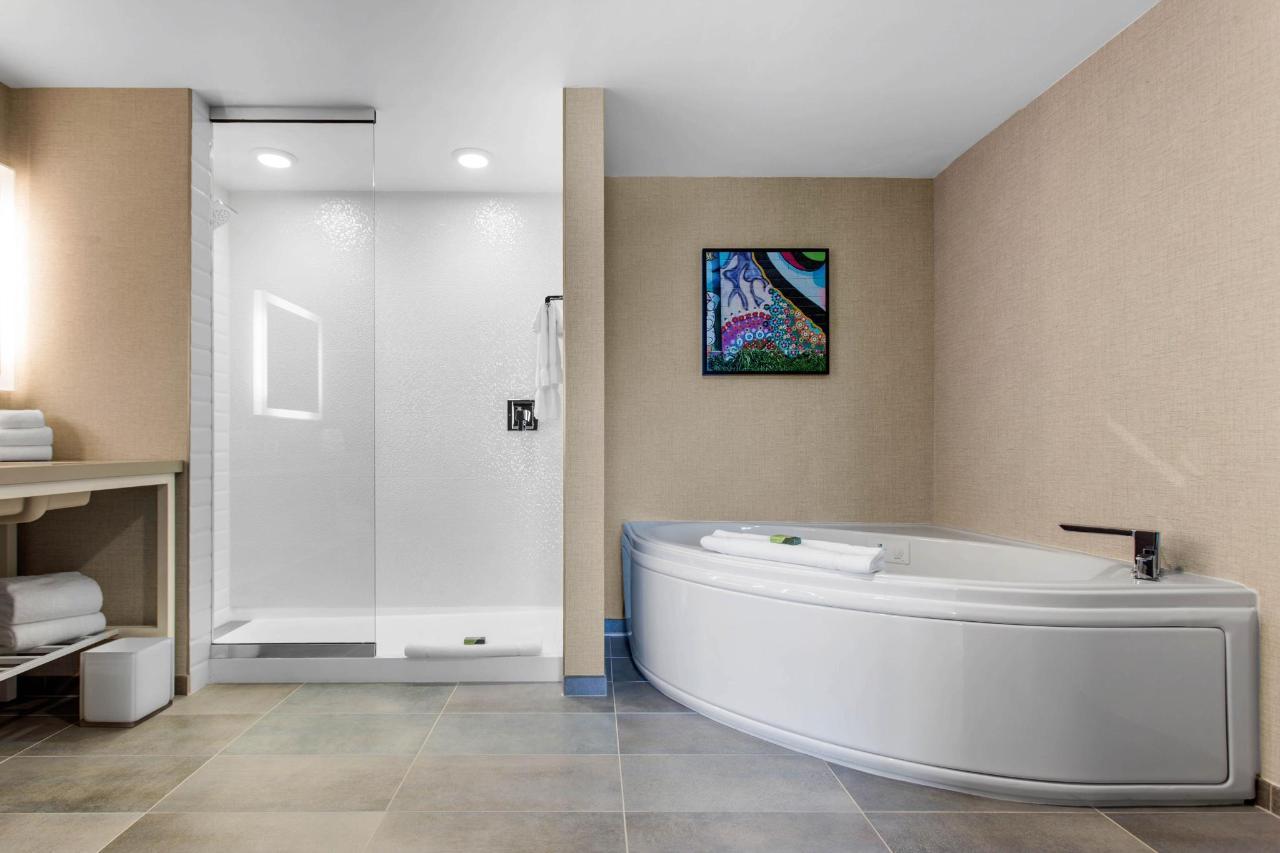 suite tub.jpeg