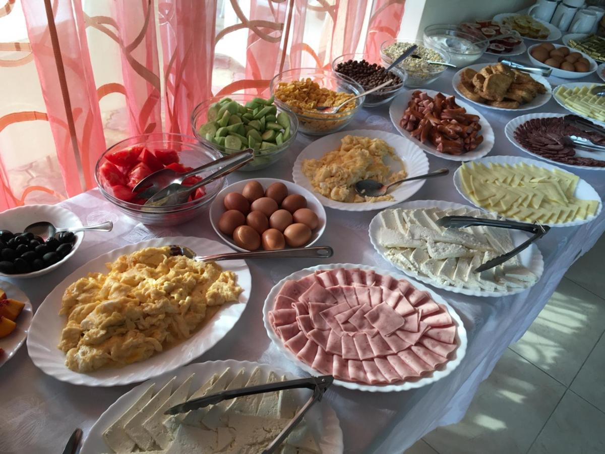 Buffet Breakfast.jpg