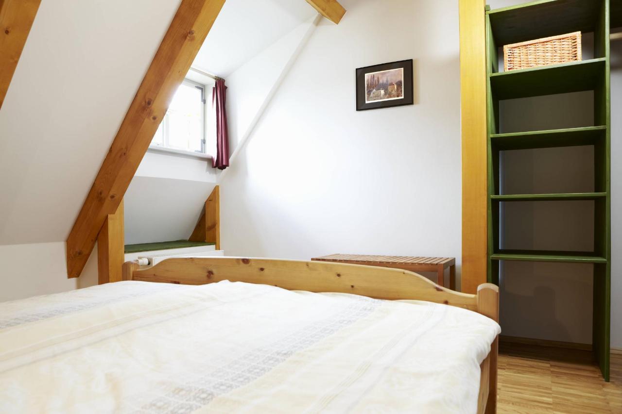 Wohnung 1_Schlafzimmer.jpg