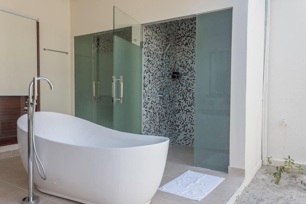 Garden Villa Bathroom 2.jpg