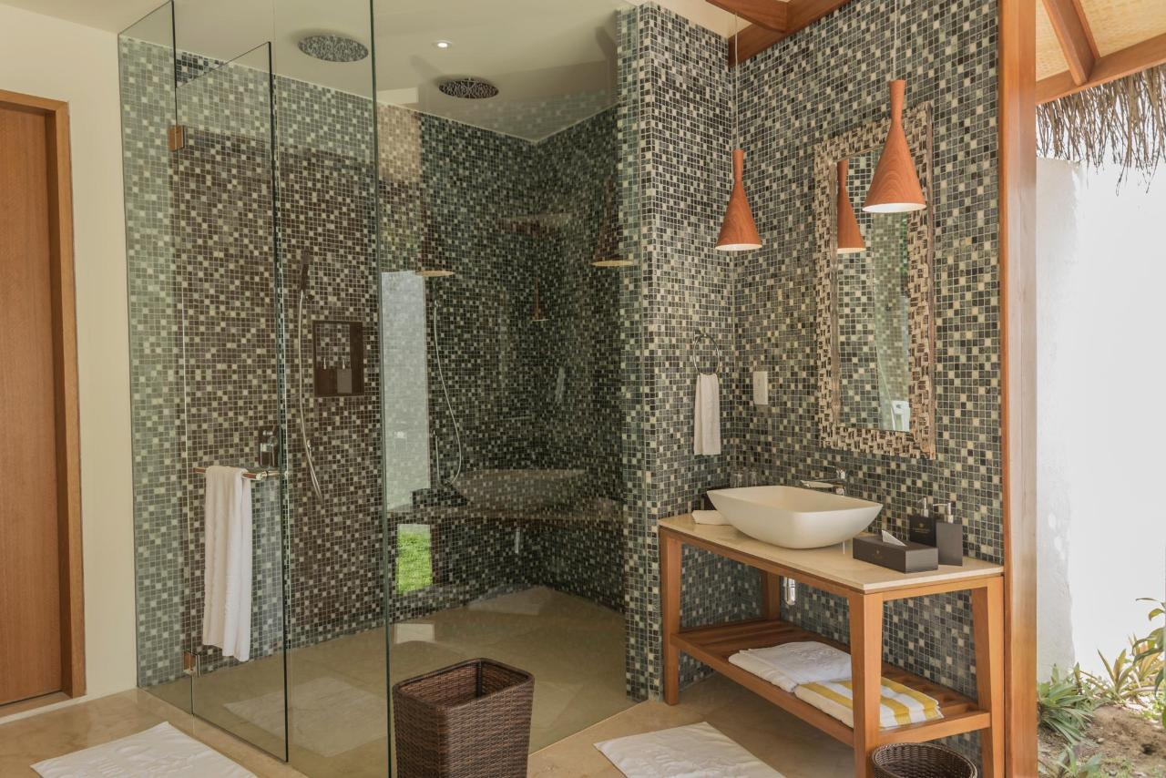 Dhoni Pool Villa Bathroom 8.jpg