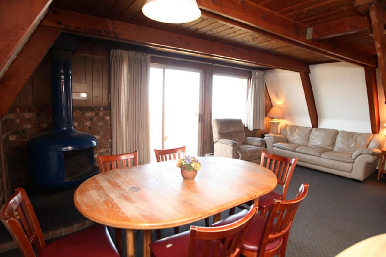 Cabin A Living Area