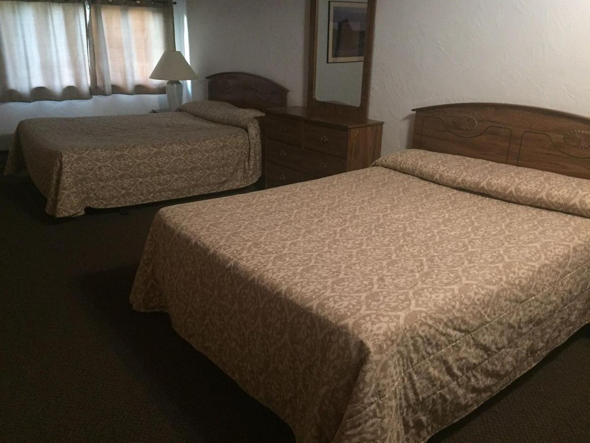 2 Queen beds 50
