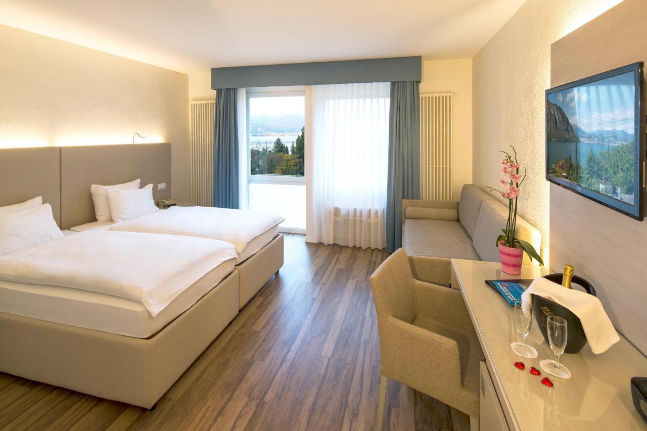 hotel-campione-bissone-camera-superior-2 letti 2.jpg