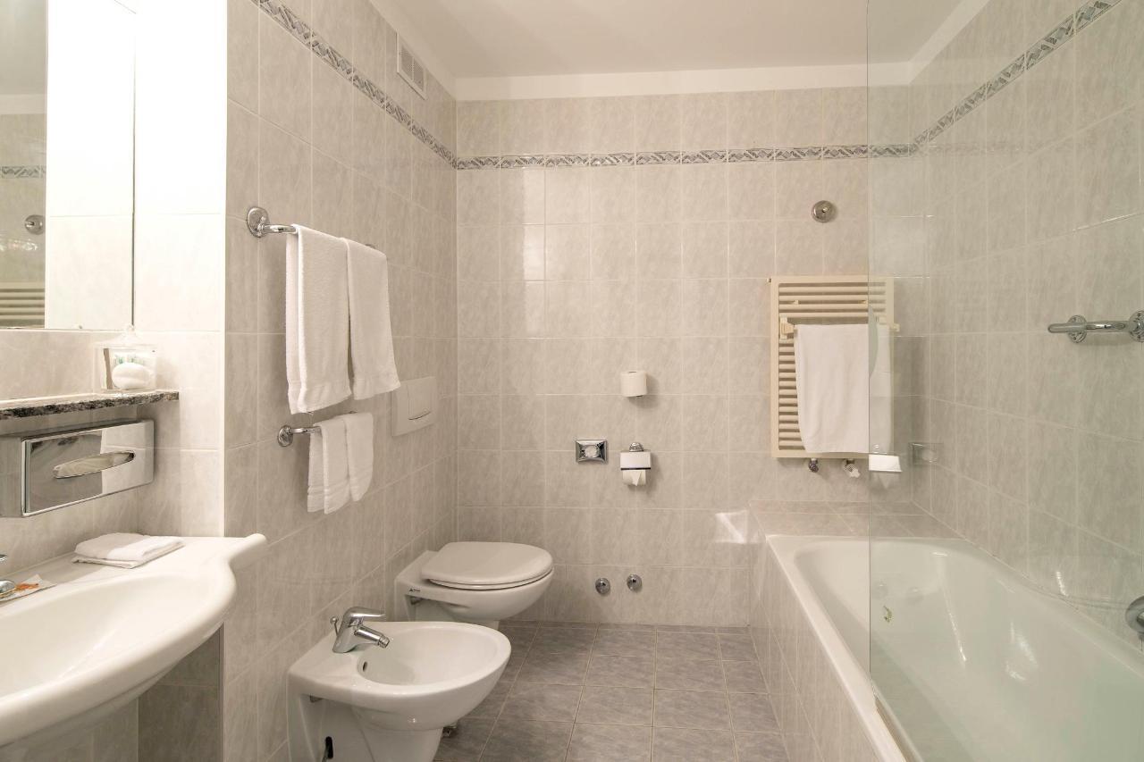 hotel-campione-bissone-bagno-camera-superior.jpg