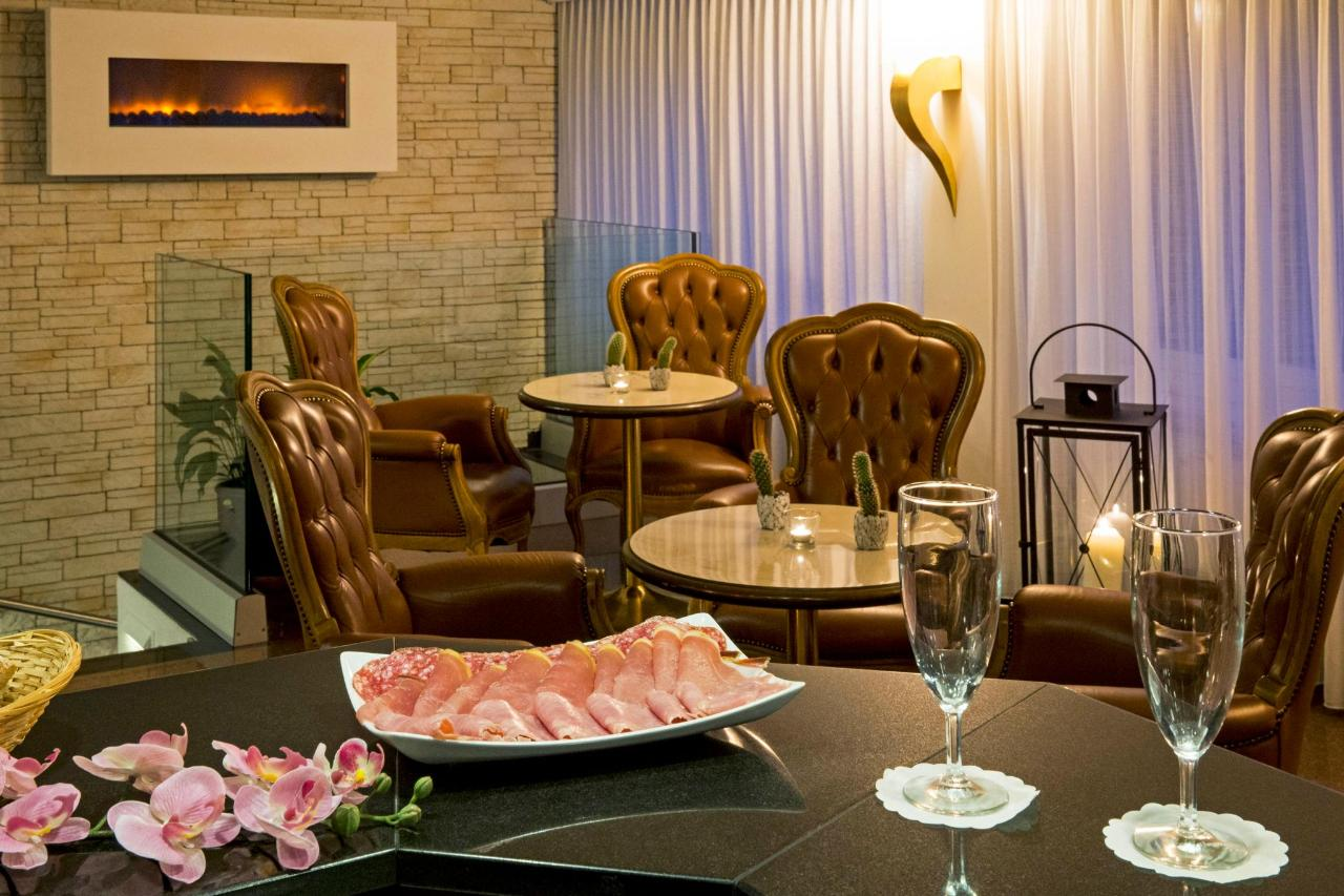 hotel-campione-bissone-bar-hall.jpg