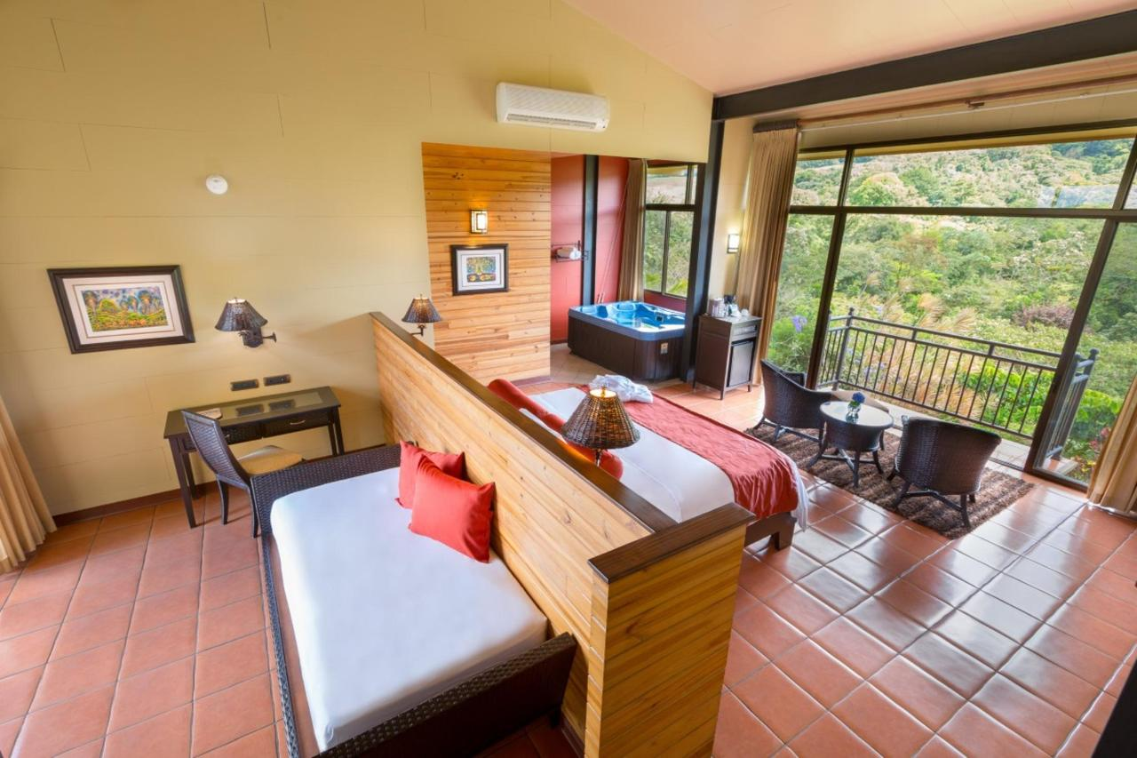 Arenal Kioro Family Suite Day_Bed.jpg
