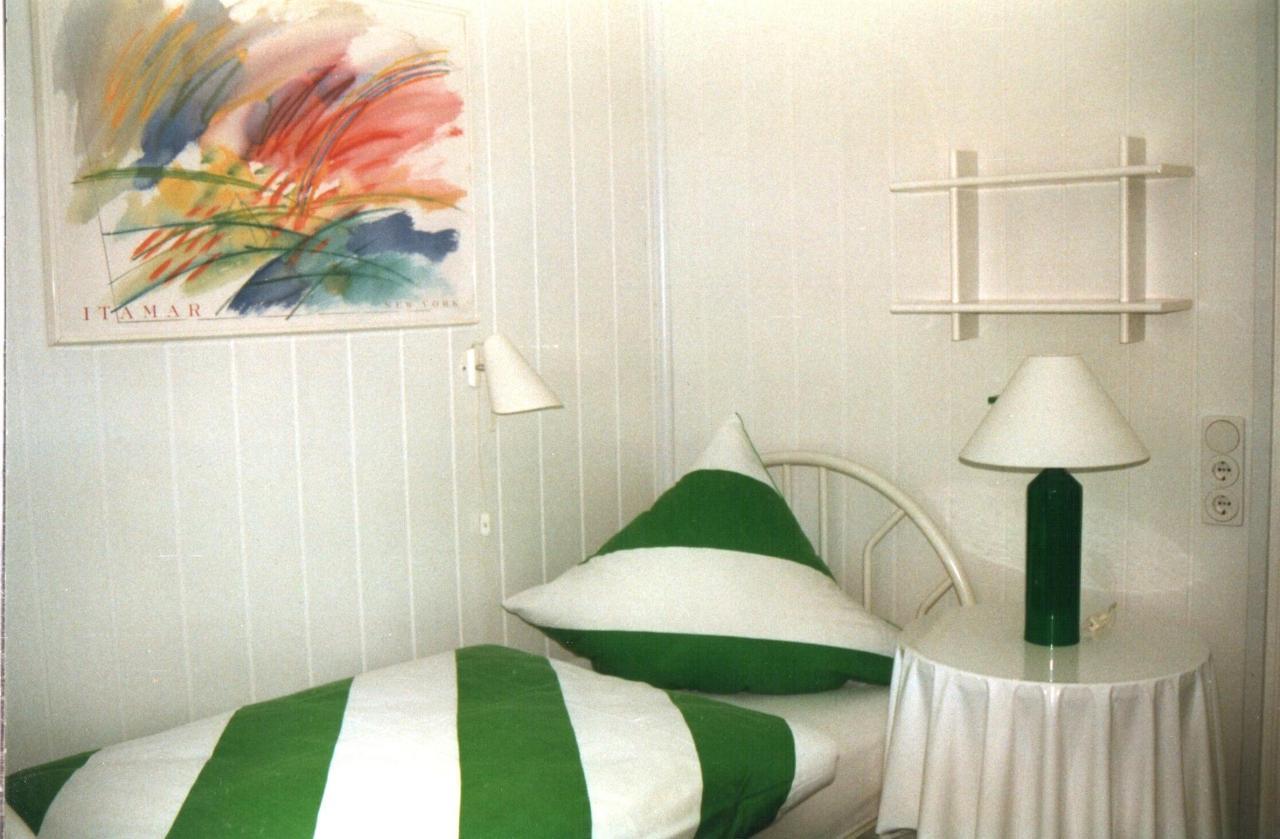 Gruenes Zimmer 1.jpg