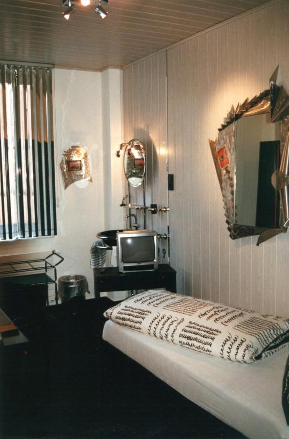 Spiegelbild-Zimmer 1.jpg