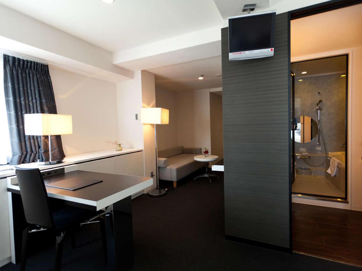 Deluxe Corner Superior Double Room.jpg