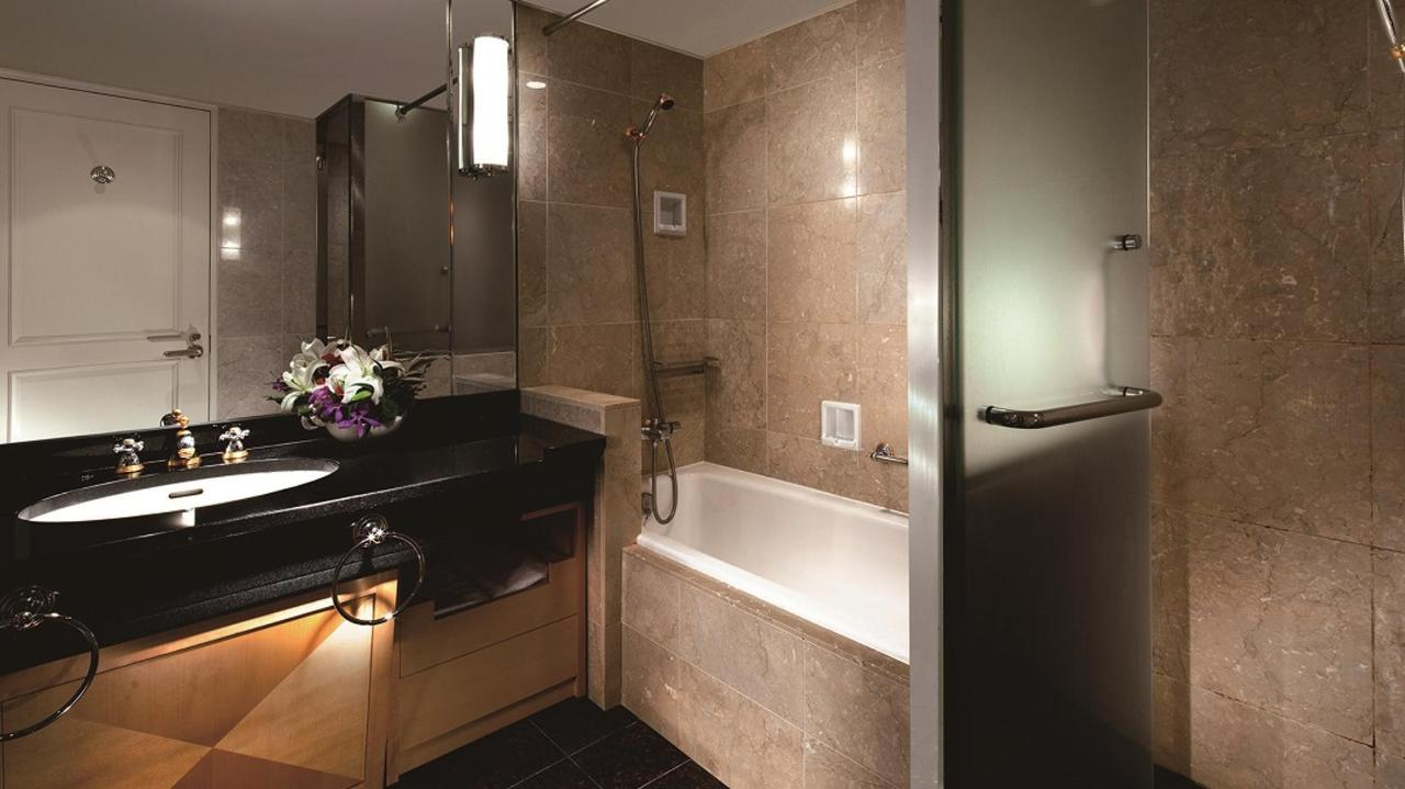 Executive Floor Suite (Bathroom).jpg