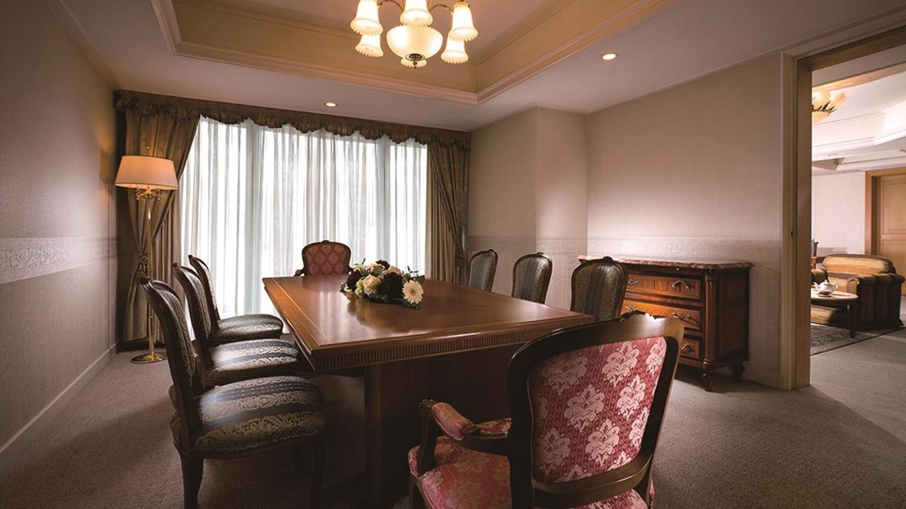 Executive Floor Royal Suite (Dining Room).jpg