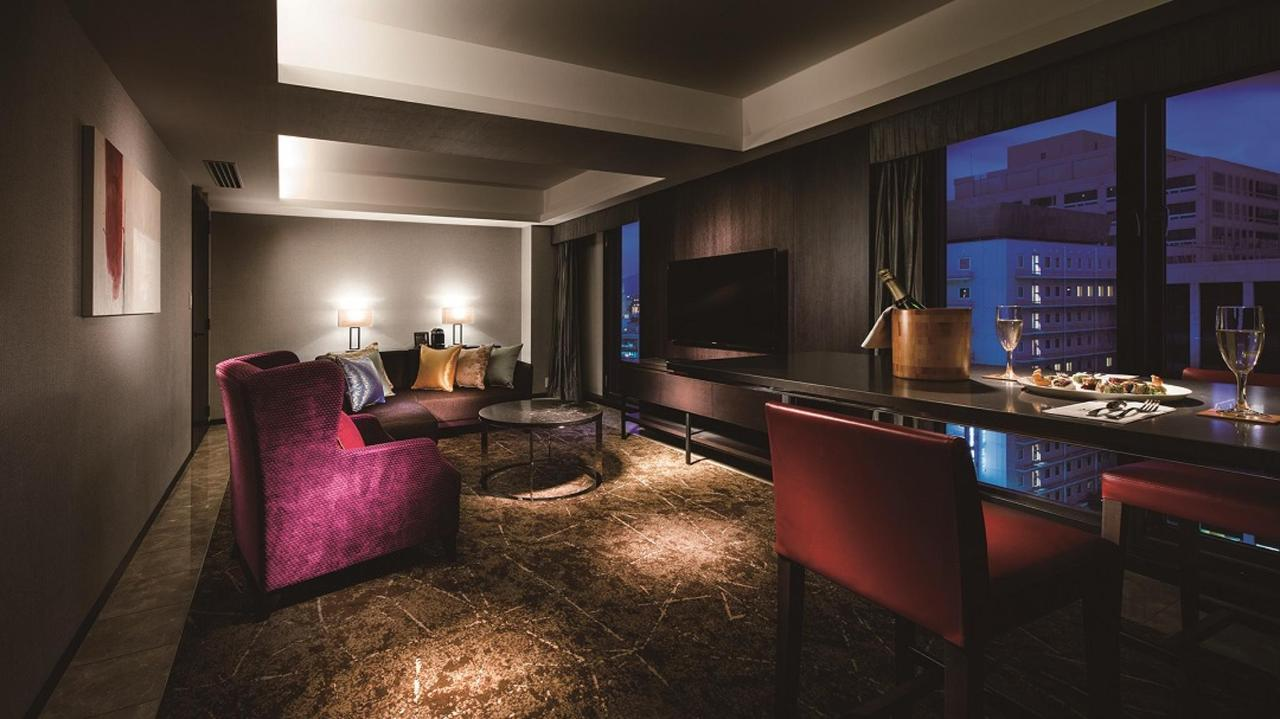 Premium Floor _ Suite Twin (Living Room).jpg