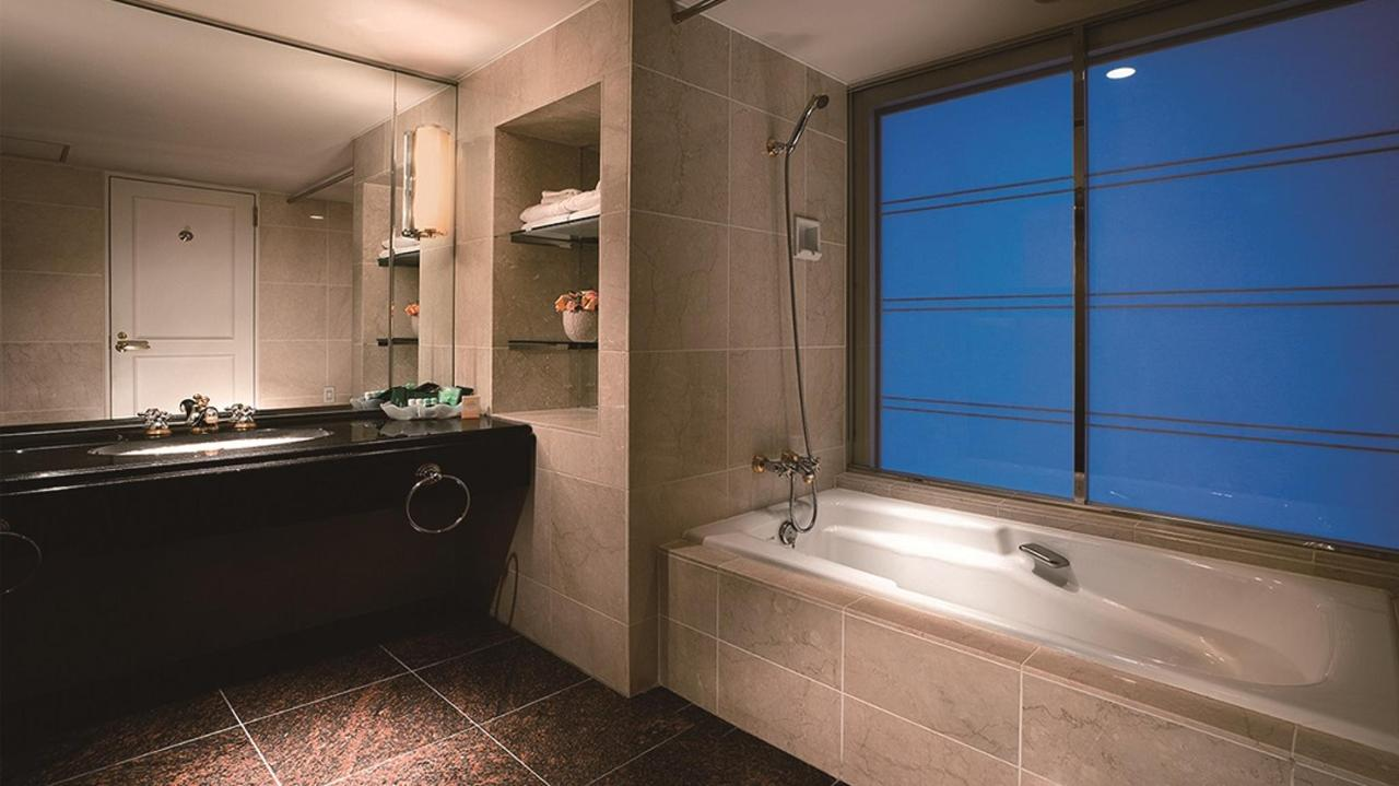 Executive Floor Royal Suite (Bathroom).jpg