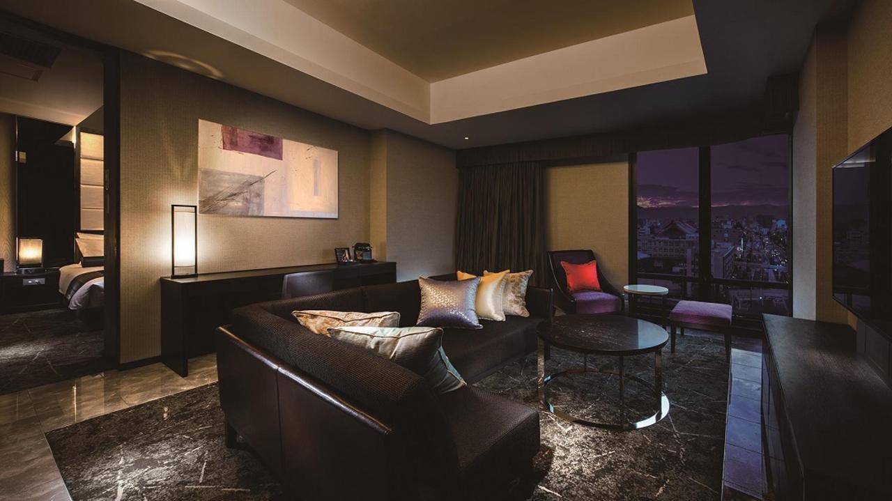 Premium Floor _ Suite Double (Living Room).jpg