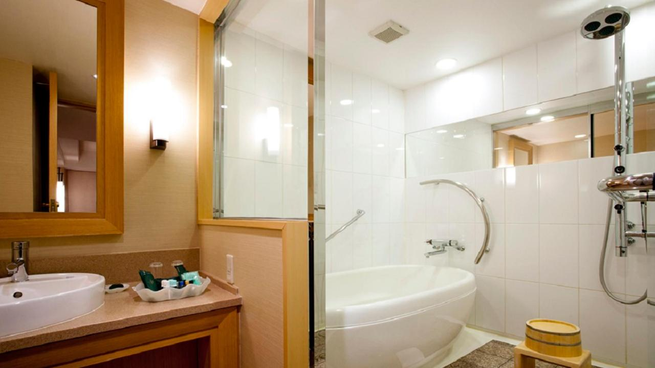 Executive Floor Japanese Suite (Bath room).jpg