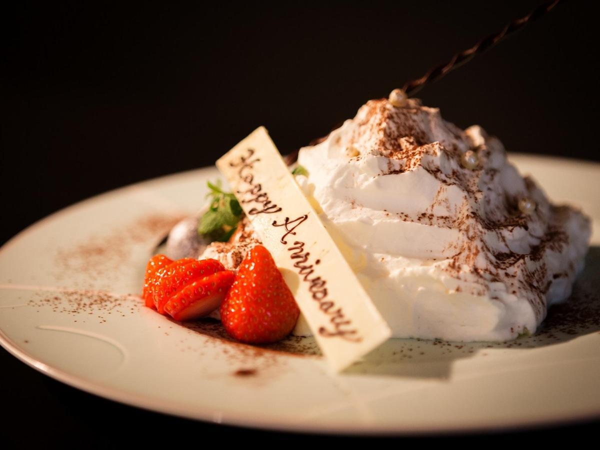 Pyramid-shaped Anniversary Cake.jpg