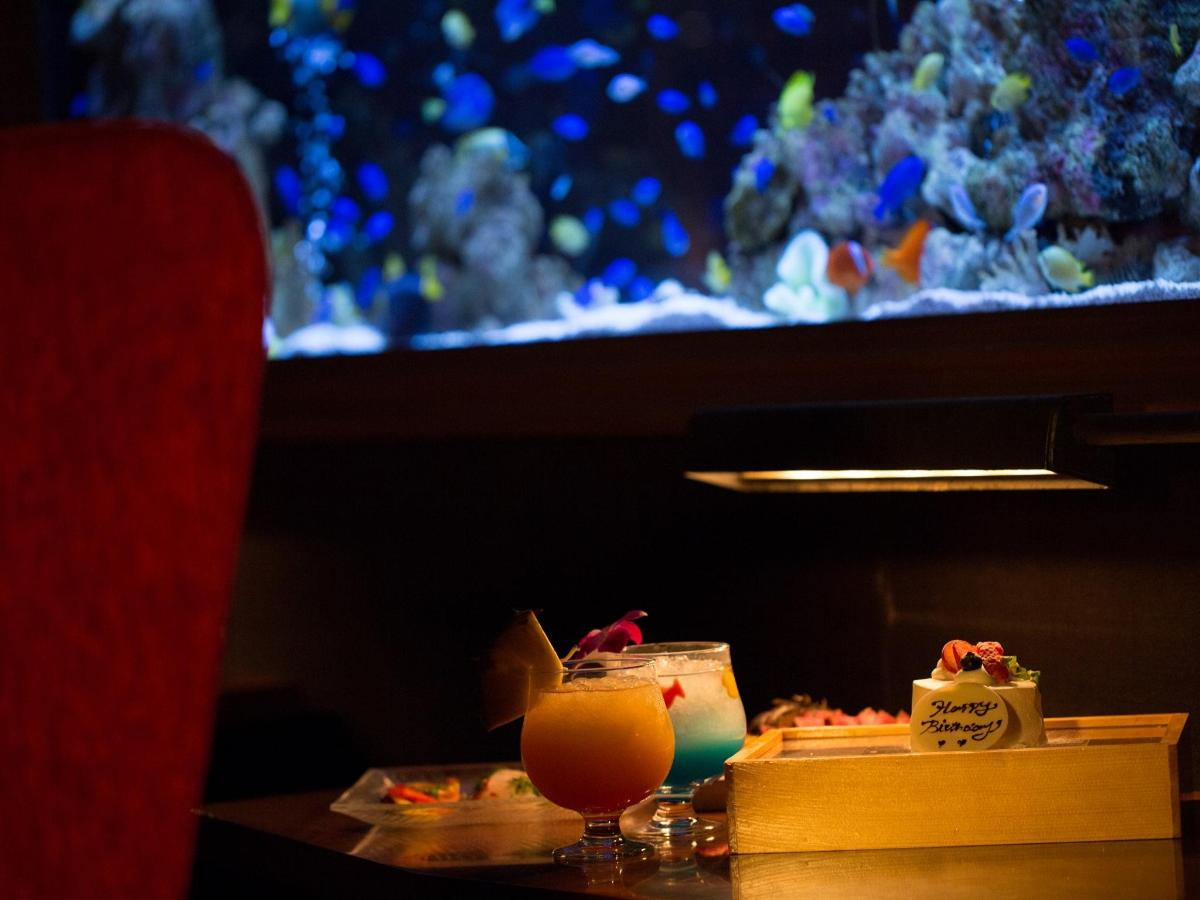 Aquarium Retaurant Shinsaibashi LIME - Couple seating.jpg