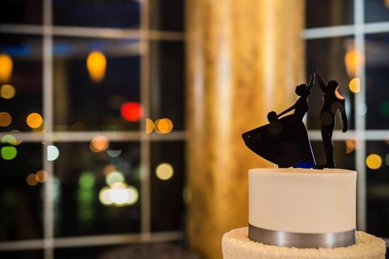 Pier 5 Hotel Wedding Cake Details Wedding Shot by Photography by Brea.jpg