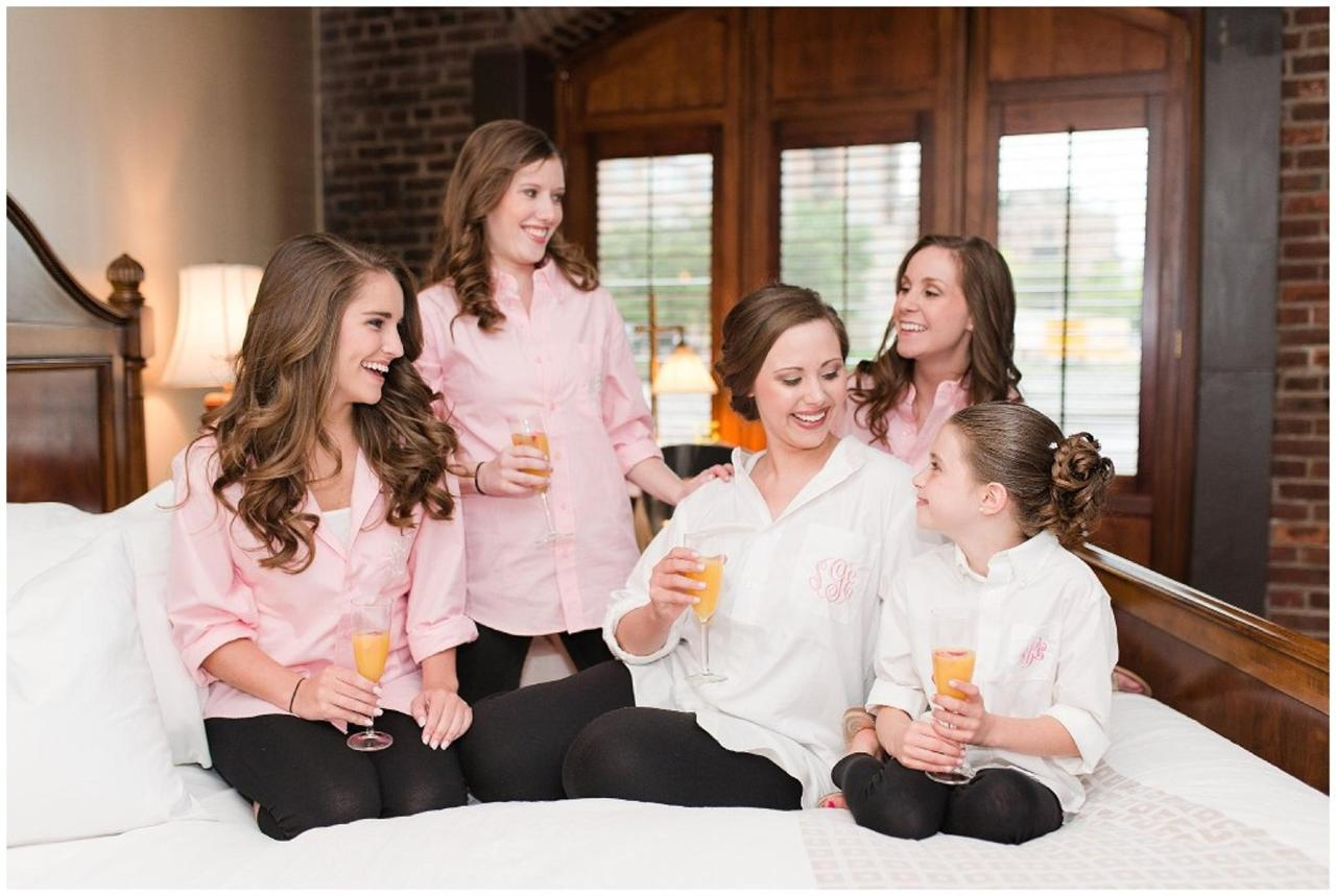 Henderson's Wharf Bridal Party in Bridal Suite Photo Captured by Ashton Kelley Photography.jpg