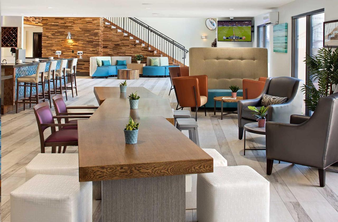 Cove-Long-Beach-Lobby-Bar.jpg