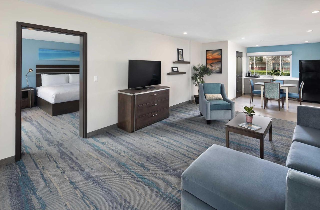 Cove-Long-Beach-Suite.jpg
