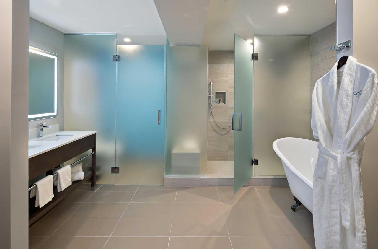 cove-long-beach-bathroom.jpg