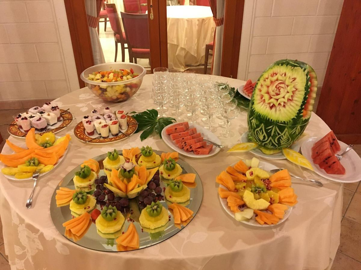 weddings-finger-food-decoration-buffet
