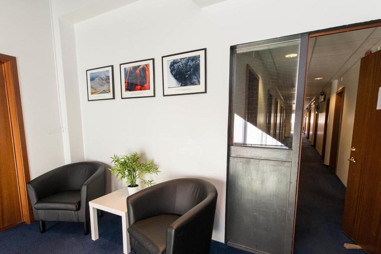 hallways--v17295534-2000.jpg