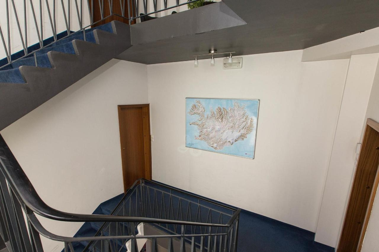 stairs--v17295363-2000.jpg