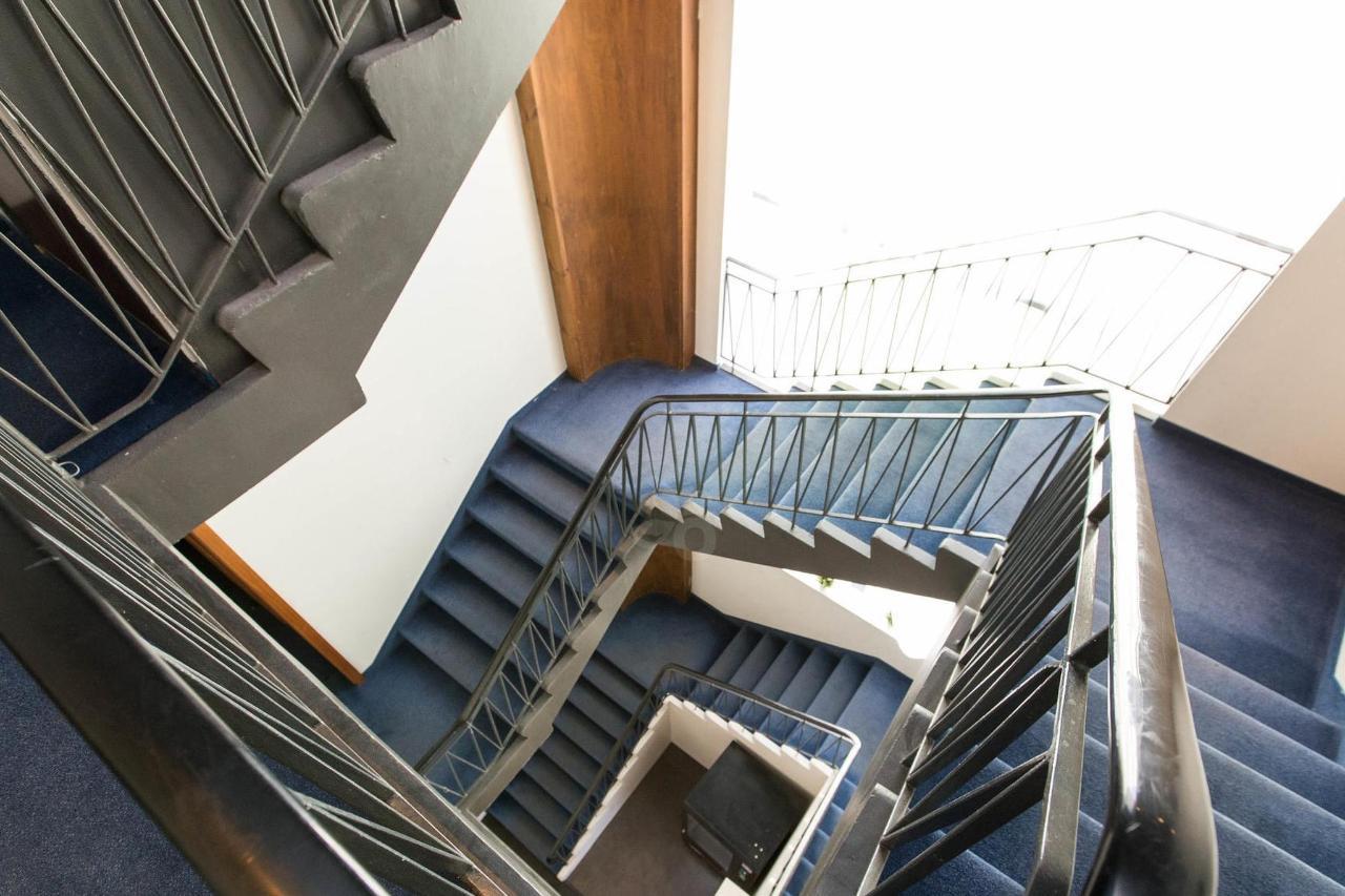 stairs--v17295523-2000.jpg