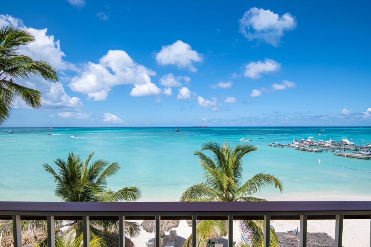 Aruba-Holiday-Inn-Ocean-Front-View-Balcony.jpg