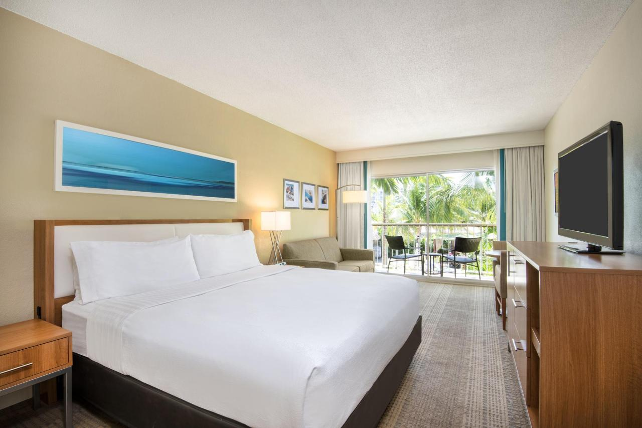 Aruba-Holiday-Inn-Superior-King-Room.jpg