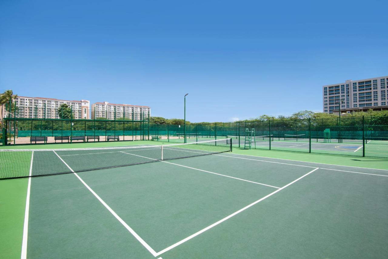 Aruba-Holiday-Inn-Tennis-Court.jpg