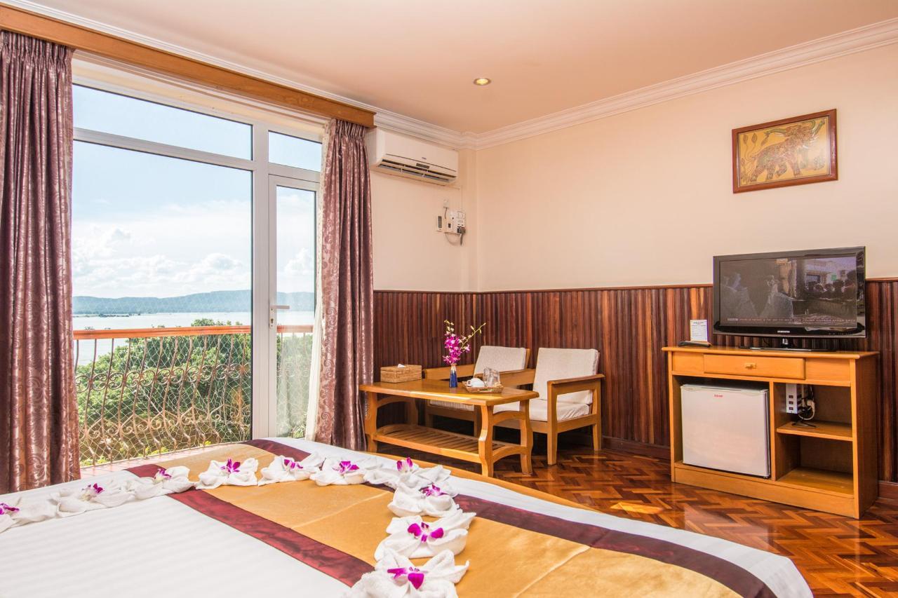 Ayarwaddy River View Hotel_w-17.jpg