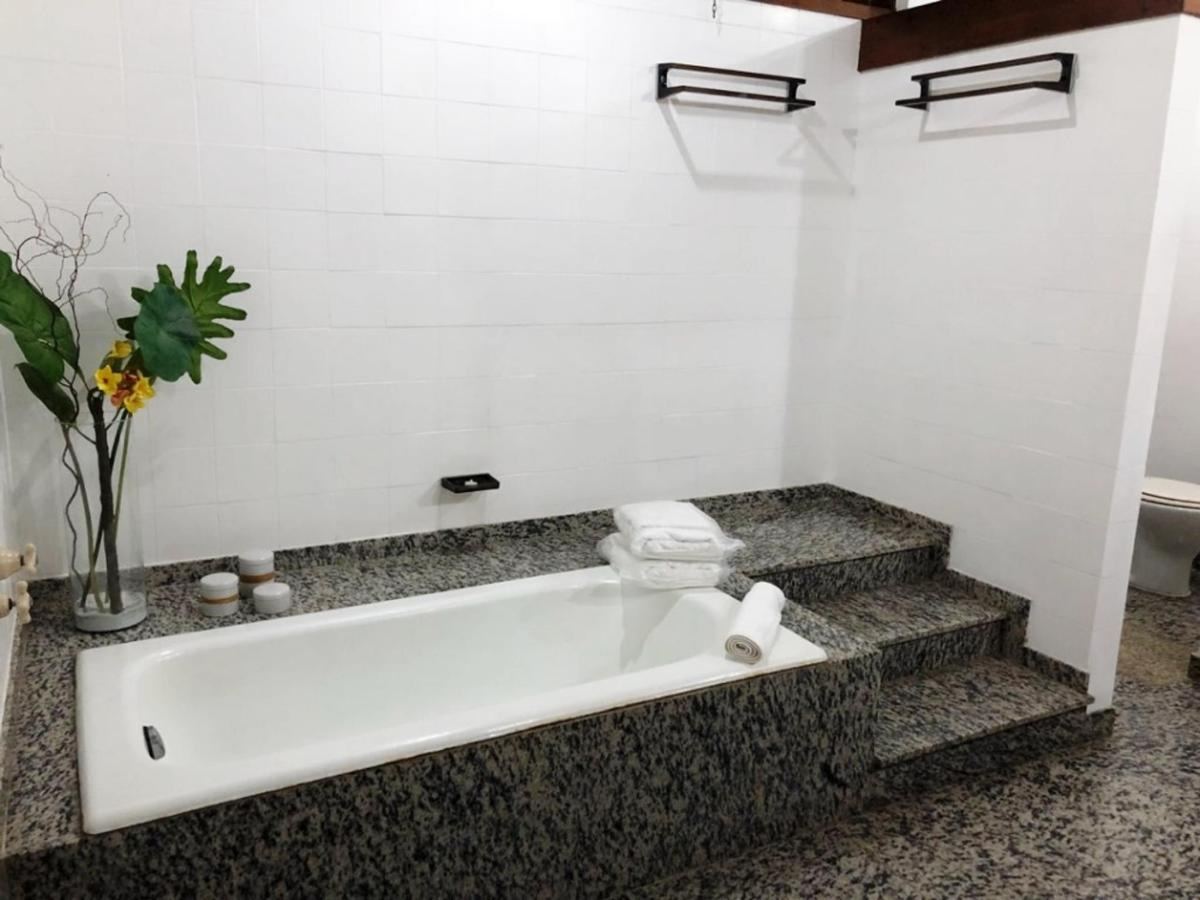 Banheiro uh 04 - 2.jpg