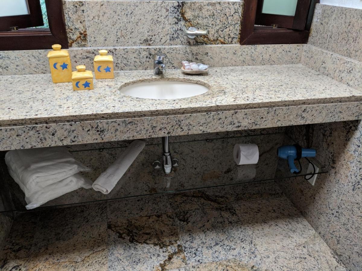 uh 15 banheiro.jpg