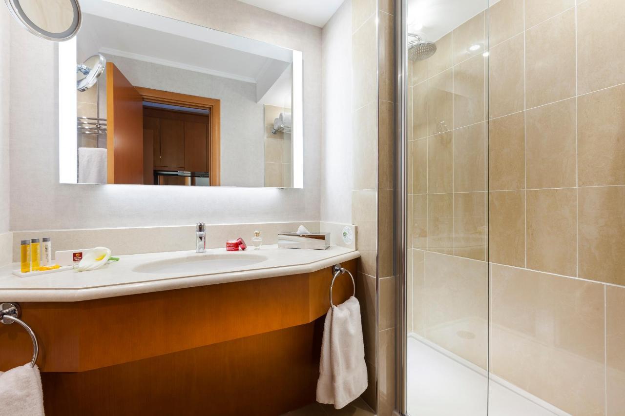 Bathroom Clarion Suites Cannes Croisette