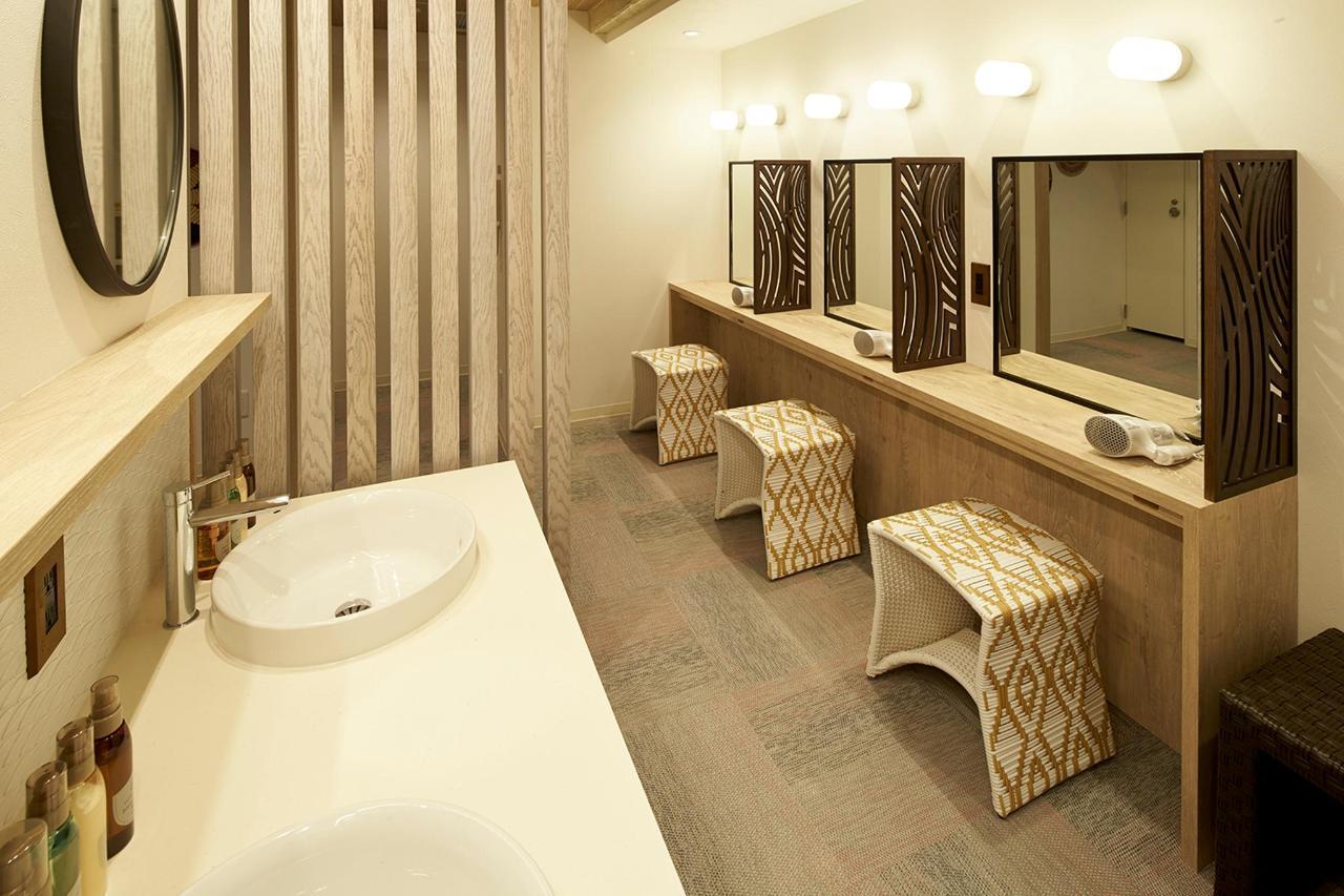 dressingroom_54V6502.jpg