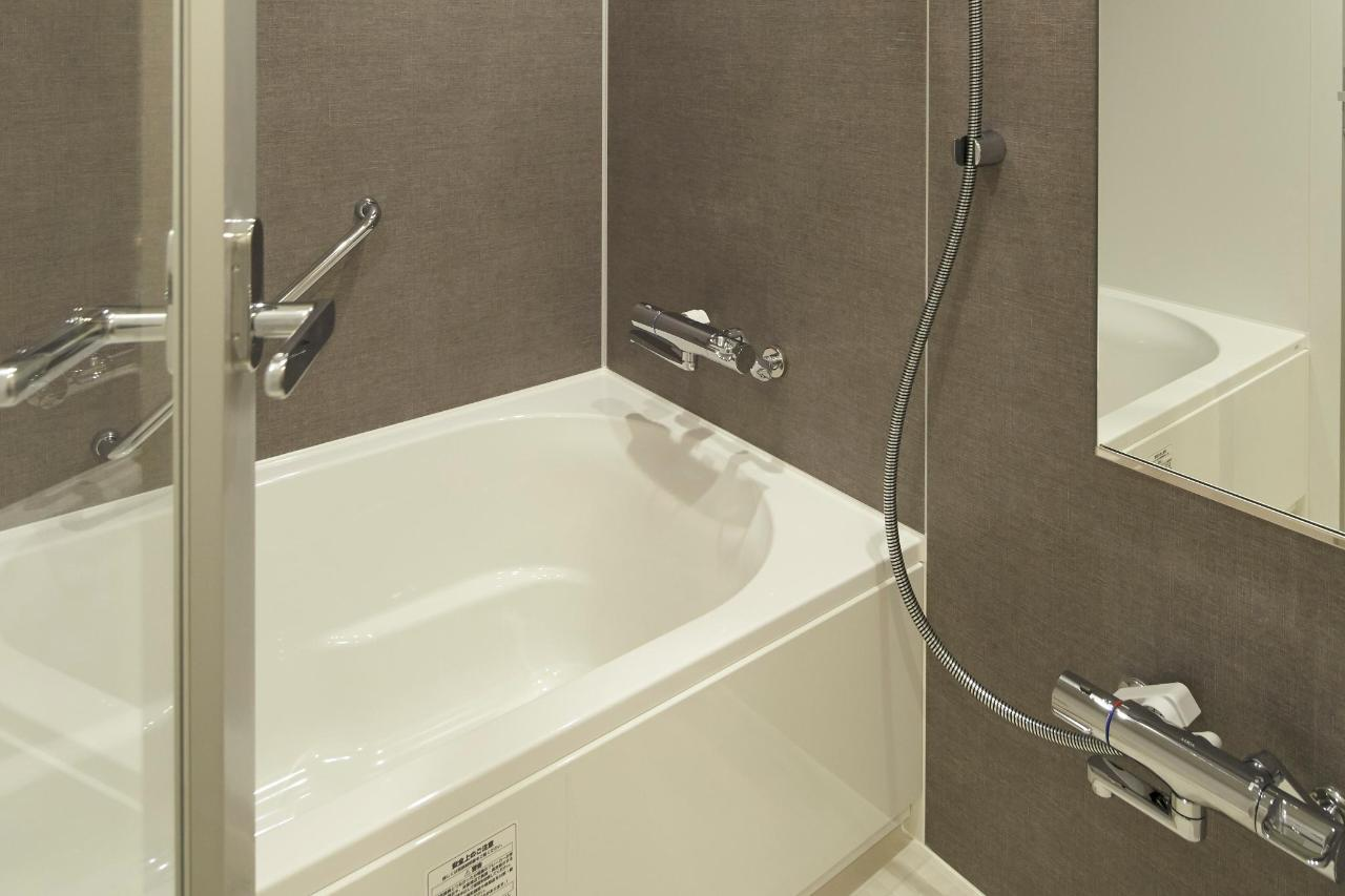 room_spr_tw_bath2_54V6238.jpg