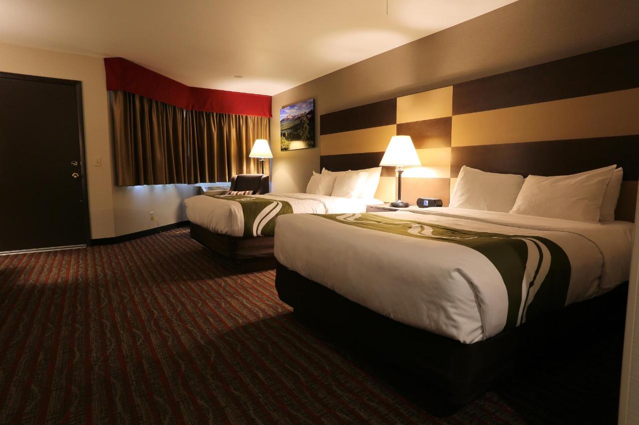 NQQ1 Beds with Patio Door.jpg