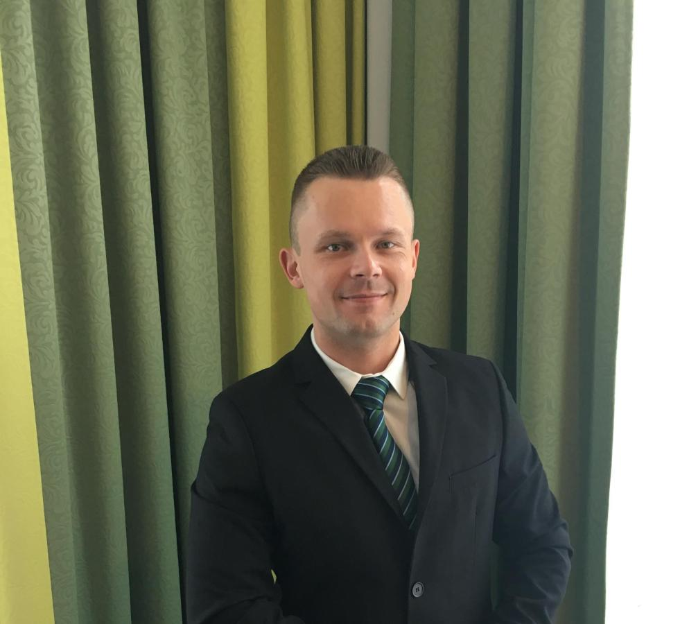 Lukas Arnold: Corporate Sales Manager, lukas.arnold@rainers-hotel.eu