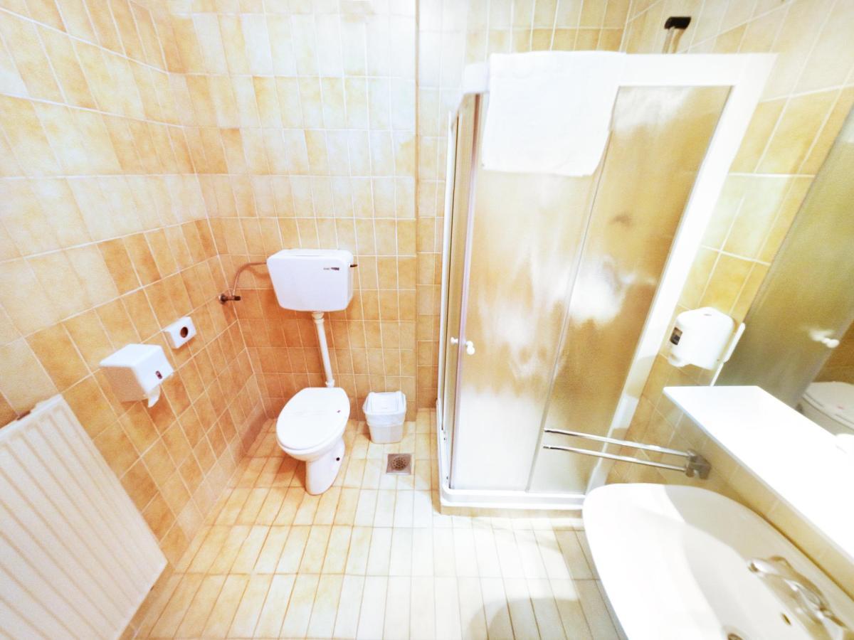 room_quadruple_03.jpg