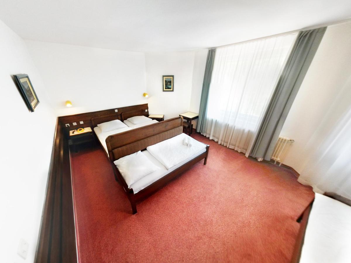 room_quadruple_01.jpg