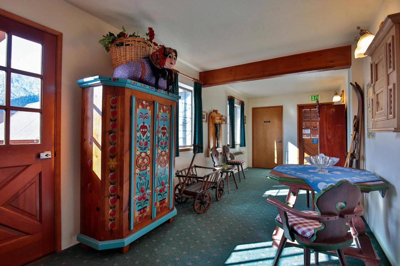 926 Commercial St Leavenworth-large-040-34-Common Area Third Floor-1500x1000-72dpi.jpg