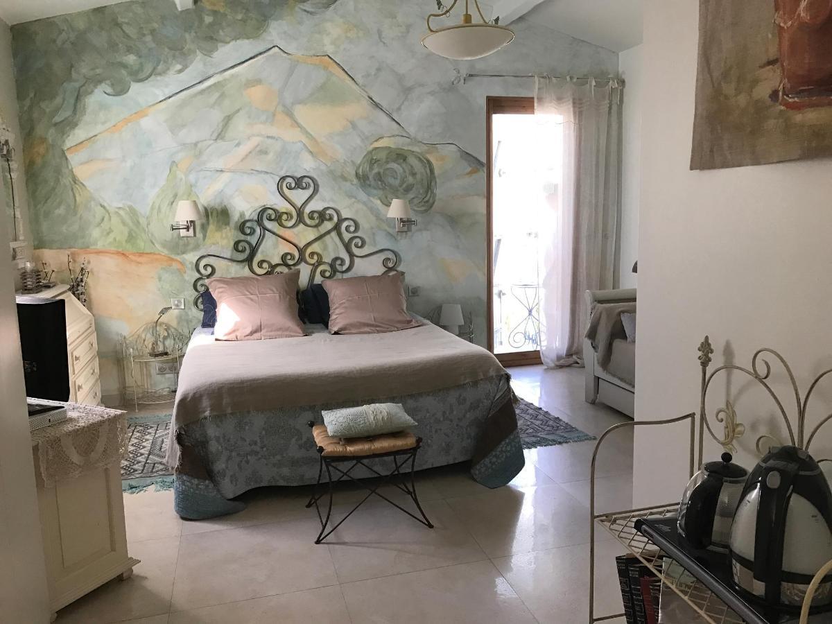 Chambre Cezanne, lit 160x200, canapé, entrée indépendante, salle d'eau attenant, terrasse