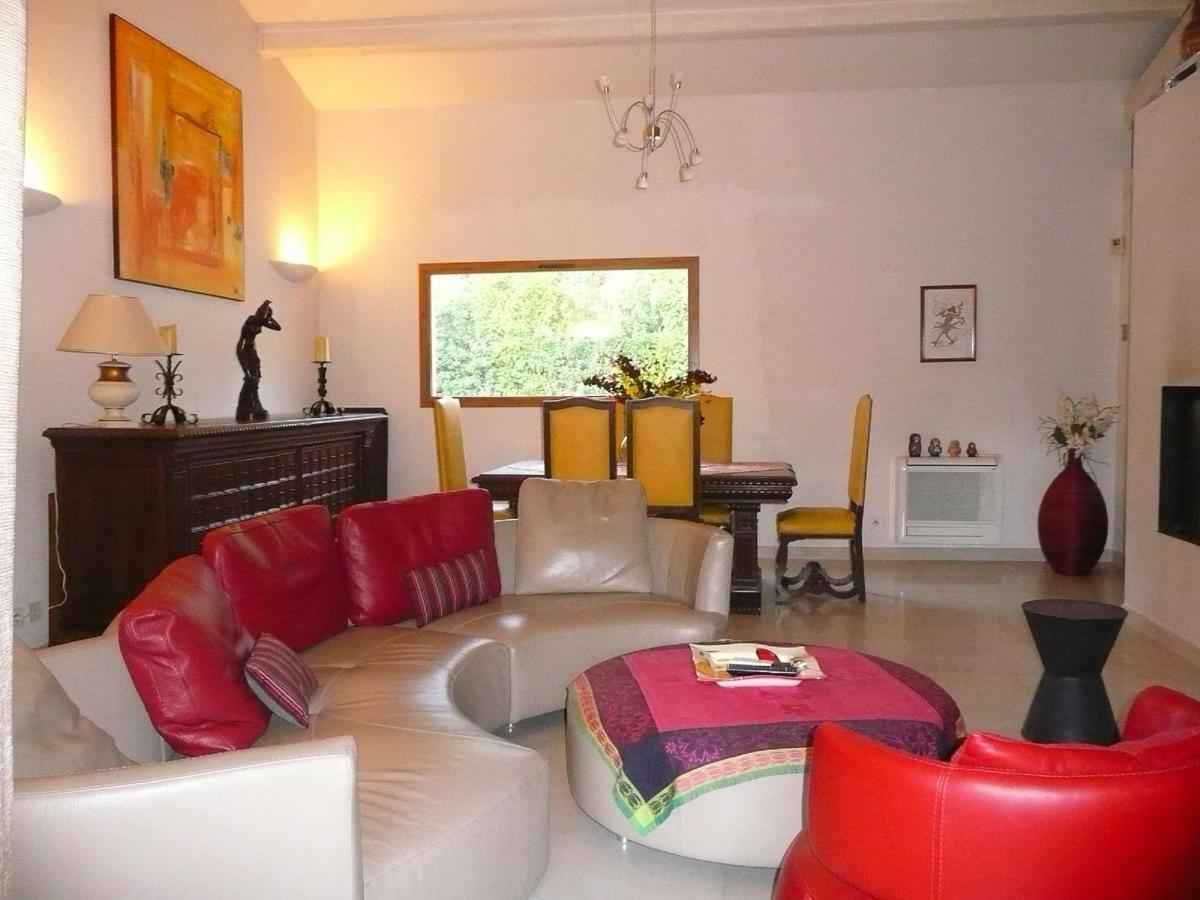 Salo / Dining room of Villa Vicoria Aix en Provence
