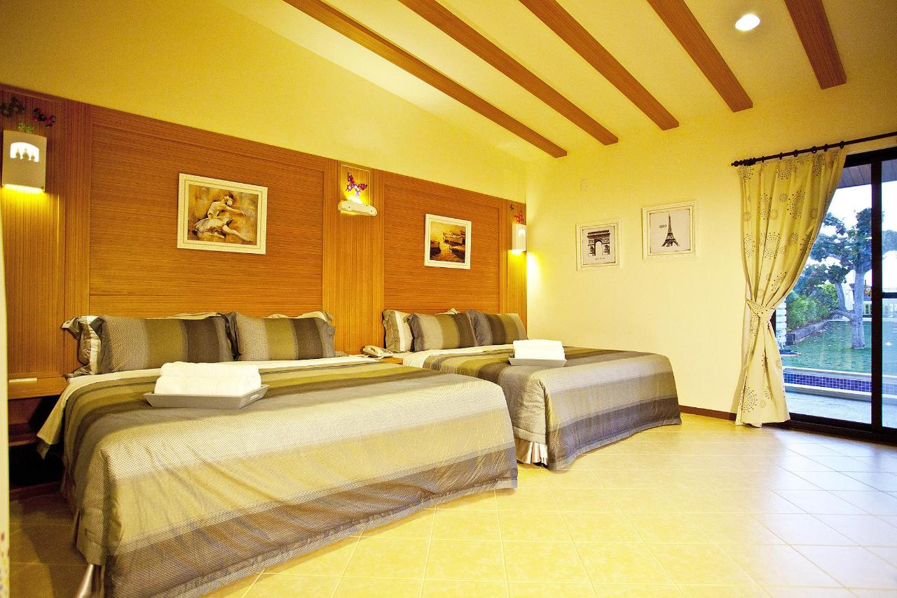 Room (up to 6 persons)