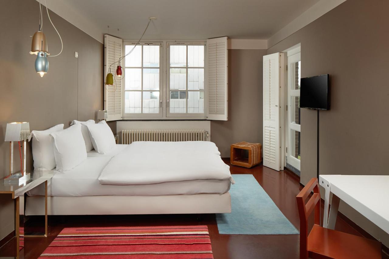 Lloyd Hotel Amsterdam - Kamer Unknown.jpg